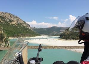 Ziegen am Fluß in Albanien
