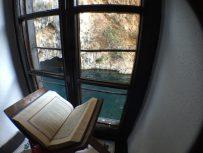 Blick zur Quelle der Buna vom Derwisch-Haus