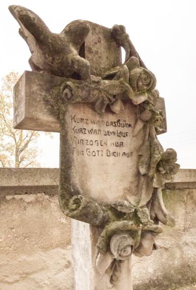 Grabstein am Friedhof in Leithaprodersdorf