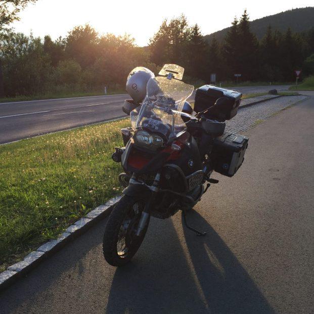 Noch schnell den Sonnenuntergang geniesse bevor es wieder ab in die Garage geht!