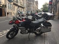 Der Bock vor dem Hotel in Edinburgh