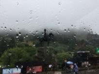 Es regnet noch immer