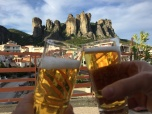 Stiefelbier auf der Terrasse in Meteora