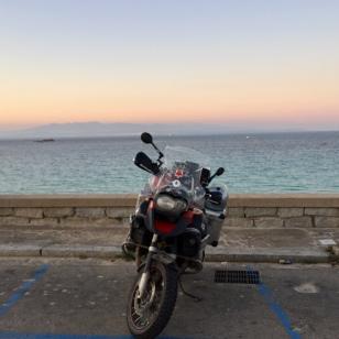 Korsika im Hintergrund